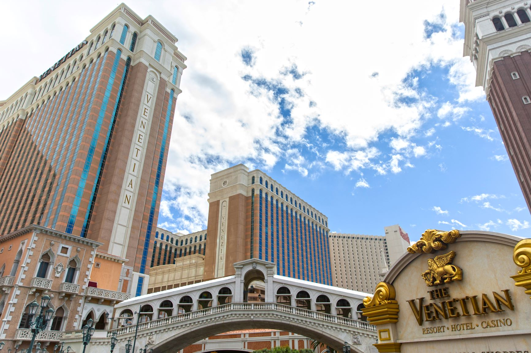 mgm-resorts-selling-aria,-vdara-for-nearly-$4b-and-leasing-them-back